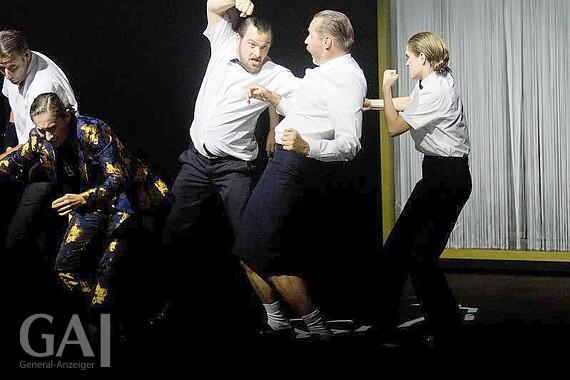 """Takis Würgers """"Der Club"""" in Hannover auf der Bühne ..."""